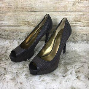NWOT Guess Heels